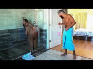 [Brazzers] Sofia Rose - Dildo Showers Bring Big Cocks NewPorn2020