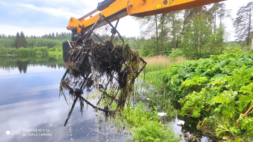 Работы по прочистке водопропускных труб проводит АО «Осташковское ДРСУ»