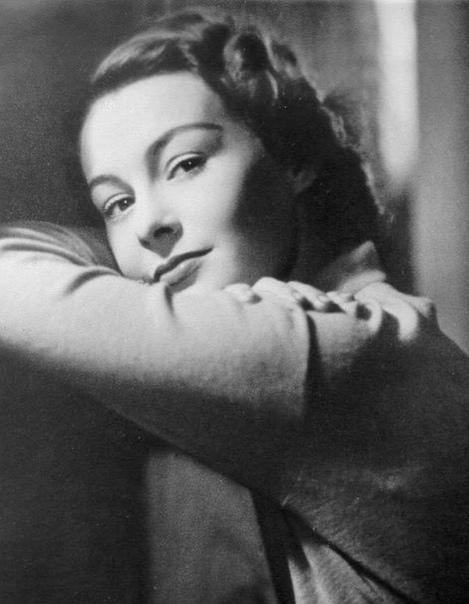 Её имя ныне помнят только ценители кино да историки искусства. Она родилась в Джакарте в семье голландского торговца и владельца плантации. Она была гражданкой Нидерландов по рождению, немецкое гражданство получила только в 1955 году. Популярность к ней п