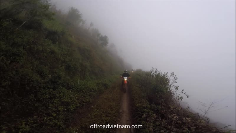 Riding in the mist is not really comfortable but that really makes one part of a true adventure 💪