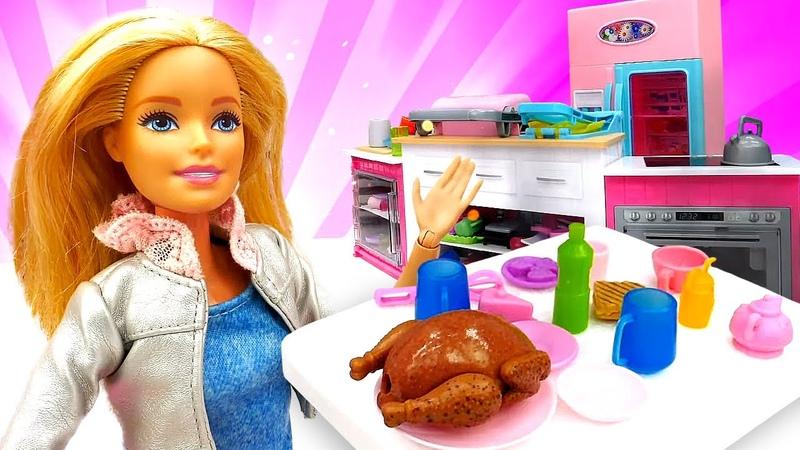 La receta de pollo asado. Vídeos de Barbie en la cocina. Barbie cocinando en español