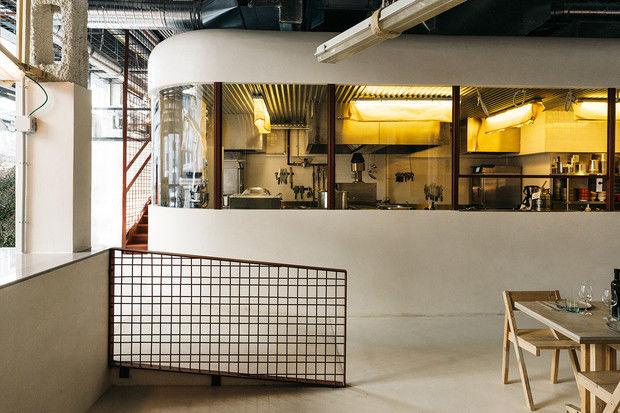 Ресторан Mo de Movimiento, созданный с использованием вторичных материалов