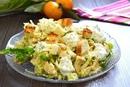 Салат с пекинской капустой, куриным филе и кукурузой