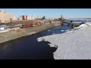 Движение льда на Енисее в Дудинке