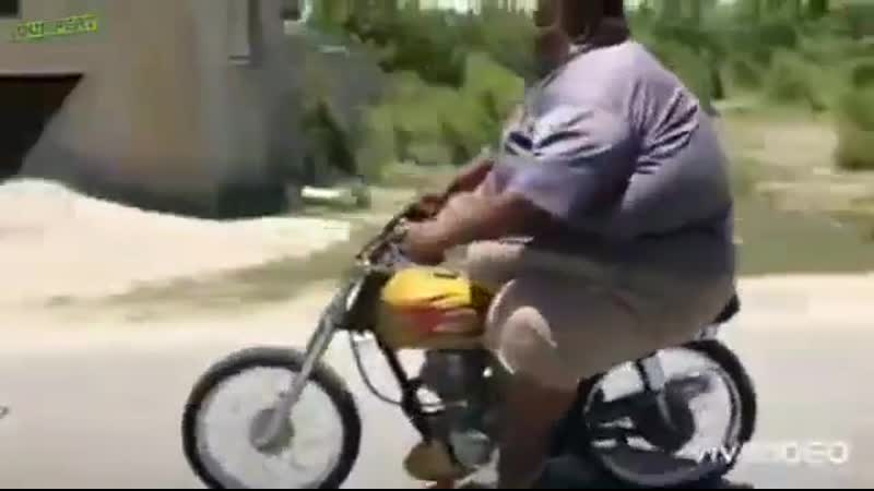 Мотоциклисты бывают разные....)