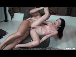 Yiki Nicoline - порет худую азиатку во все щели и кончает в рот (porn asian anal анал)