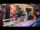 Молдец) готовит шавуху в Анапе