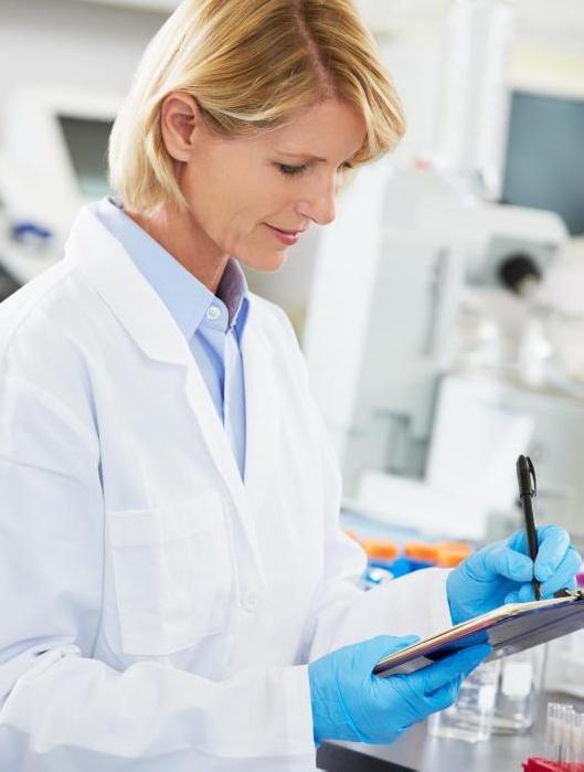 Исследователи как гематологии, так и онкологии могут наблюдать за экспериментами, проводимыми техниками в лаборатории, и использовать результаты для разработки новых методов лечения.