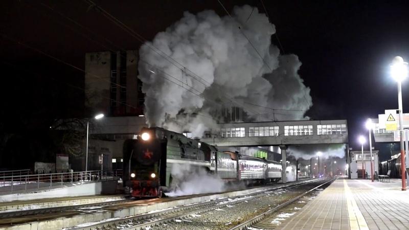 Паровоз П36-0120 с туристическим поездом отправляется со станции Владимир.