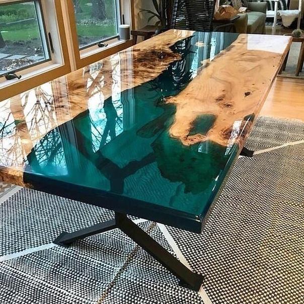 Какой из этих необычных столов вам больше нравится