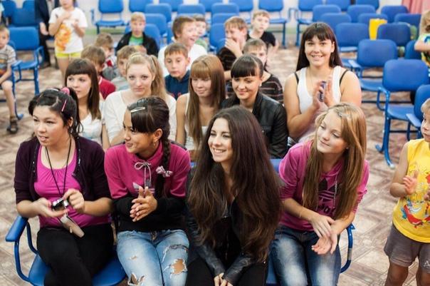 Анна Плетнева посетила детский дом после концерта в Красноярске!