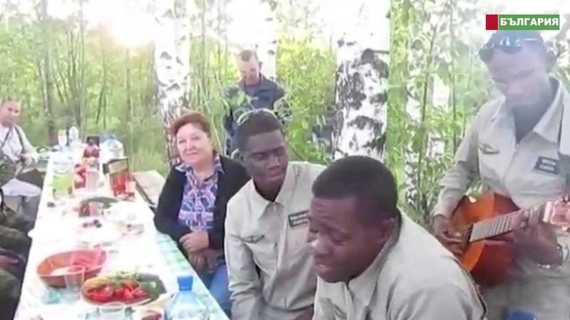 Африканцы поют господа Офицеры
