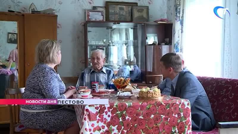 Елена Писарева навестила в Пестове ветерана Великой Отечественной войны Дмитрия Семеновича Гусева