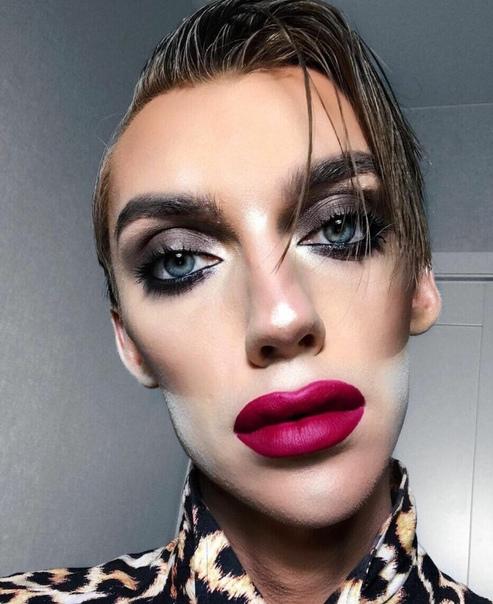 Девушка нaстолько воcхитилась своим кумиром, российским бьюти-блогером Андреем Петровым, что решила сделать макияж и прическу полностью как у нeго Поразительное