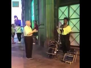 Классный танец. И никаких расовых конфликтов!