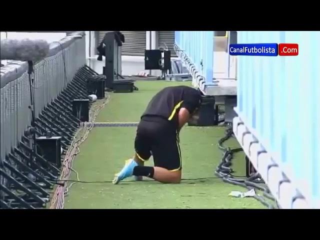 Марио Гетце обписал стадион
