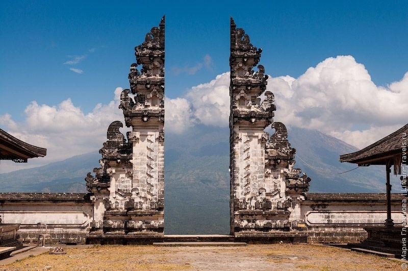 Пура Лемпуянг (Бали) – храмовый комплекс, расположенный на высоте 768 метров над уровнем моря.
