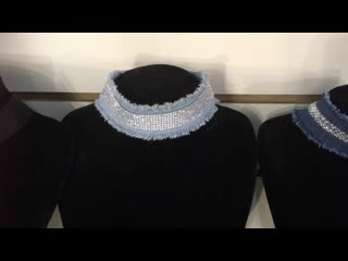 Чекеры- прекрасный вариант украшения шеи