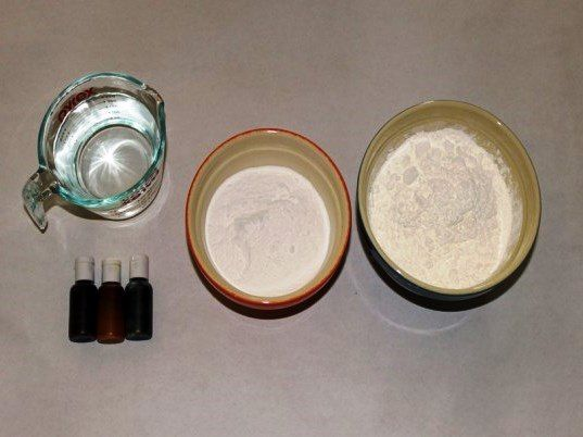 ДОМАШНИЙ ПЛАСТИЛИН СВОИМИ РУКАМИ Всего 4 ингредиента, которые есть на каждой кухне!Вам понадобится:- 2 стакана пищевой соды- 2 стакана кукурузной муки- 1,5 стакана воды- натуральные пищевые