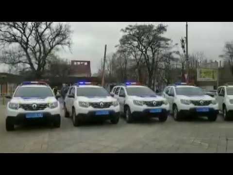У Черкасах випускний: поліцейським шерифам вручають робочі автомобілі