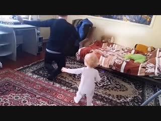 Мама поставила скрытую камеру и была в шоке