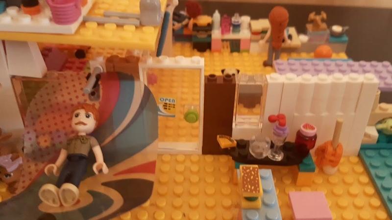Самопридуманный пляжный дом Мии из конструктора Лего Френдс