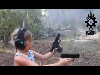Девочка с двумя пистолетам
