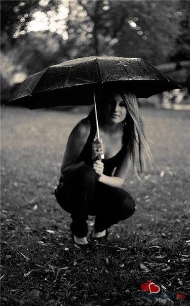 Осень девушки черно белые картинки