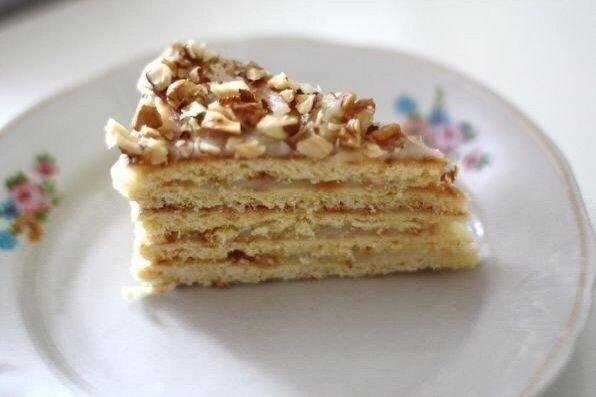 Ну прям очень вкусный торт на сковороде за полчаса? Безумно вкусный тортик за полчаса. По вкусу чем-то похож на «Рыжик» и «Наполеон» вместе взятые. Этот рецепт я испробовала в разных
