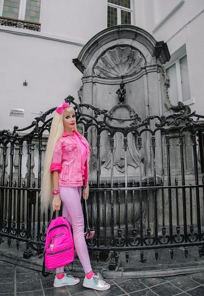Таня Тузова посетила в Брюсселе статую... писающего мальчика!