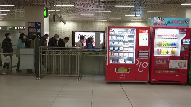 Теперь можно не бояться выйти из дома без маски Станции пекинского метрополитена оборудуют специальными автоматами