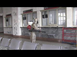 В Екатеринбурге спасатели провели дезинфекцию железнодорожного вокзала