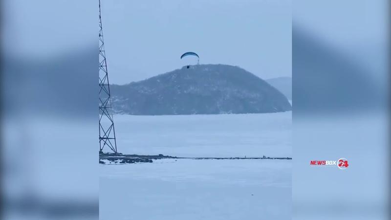 Опасные виражи демонстрировал мотопланерист в районе маяка во Владивостоке
