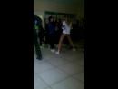 Одноклассница худенькая школьница крутит попой в обтягивающих бежевых лосинах