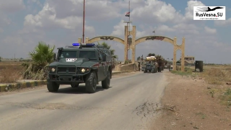 Тысячи сирийцев продолжают покидать подконтрольные бандам территории через гуманитарный коридор Абу-Духур в центральной исламистской провинции Идлиб.