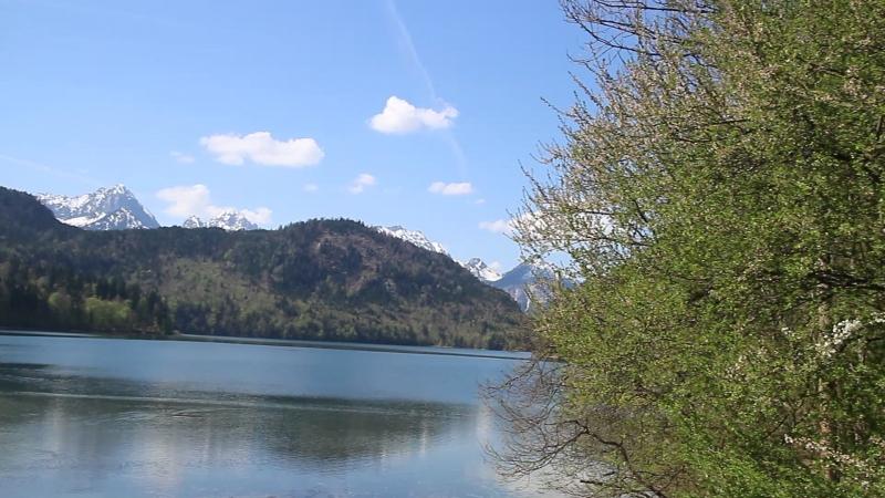 Озеро Alpsee и замок Хоэншвангау