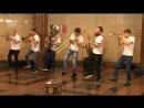 Отжигают в метро Brevis Brass Band
