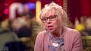 Uma mulher com 68 anos cantando AC/DC