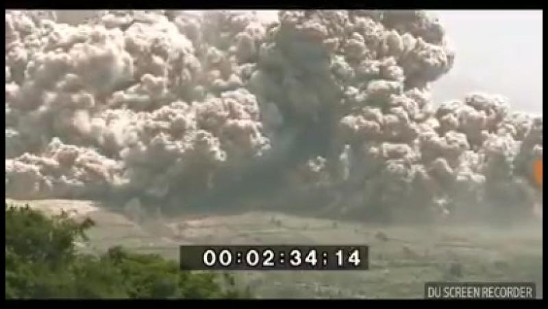 Сход пирокластических потоков на вулкане Синабунг (19.02.2018)