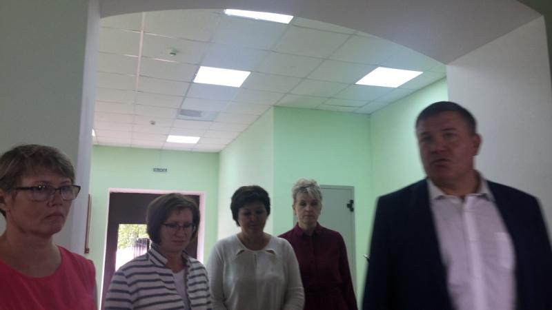 Глава региона Олег Кувшинников посещает площадку под строительство столовой и спортзала школы № 1 в