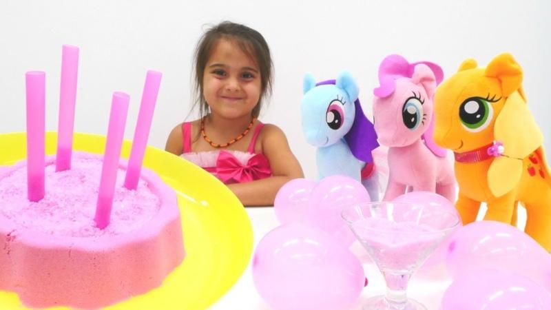 My Little Ponyler ile pembe partisi | Maşanın oyuncakları