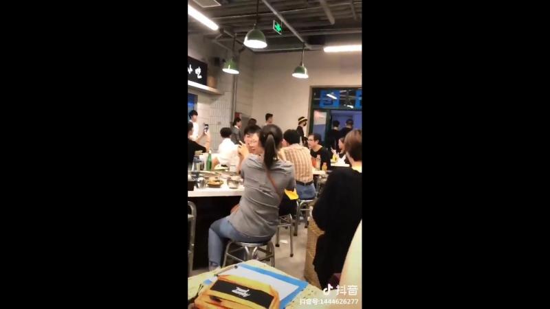 Ли И Фэн в ресторане Пекина 24.09.18