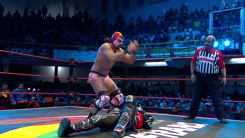 Hijo del Fantasma Vs Parka Negra en Monterrey - Lucha Libre AAA Worldwide 2018