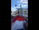 Рашен президентен на фоне Бранденбургских ворот