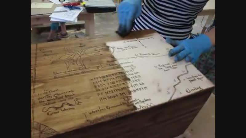 Покрытие воском сундука с картой Трора из Хоббита