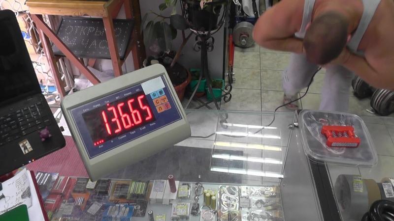 Володя Левшин увеличивает результат чест краша на приборе Вано