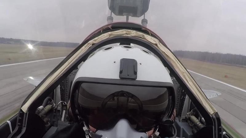Первые учебно-тренировочные полеты экипажей истребителей Су-30СМ, МиГ-29СМТ и МиГ29УБ эскадрильи ЗВО в Курской области