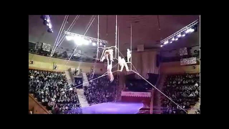 Сорвалась гимнастка в цирке