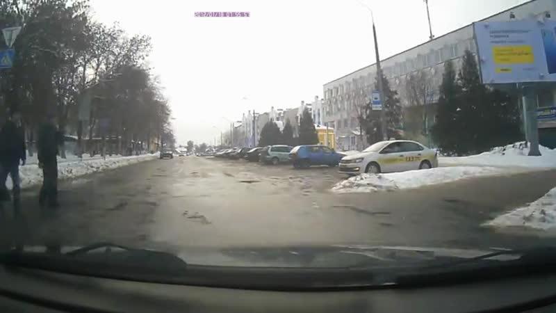Оштрафовали водителя за непропуск пешеходов которые шли на красный