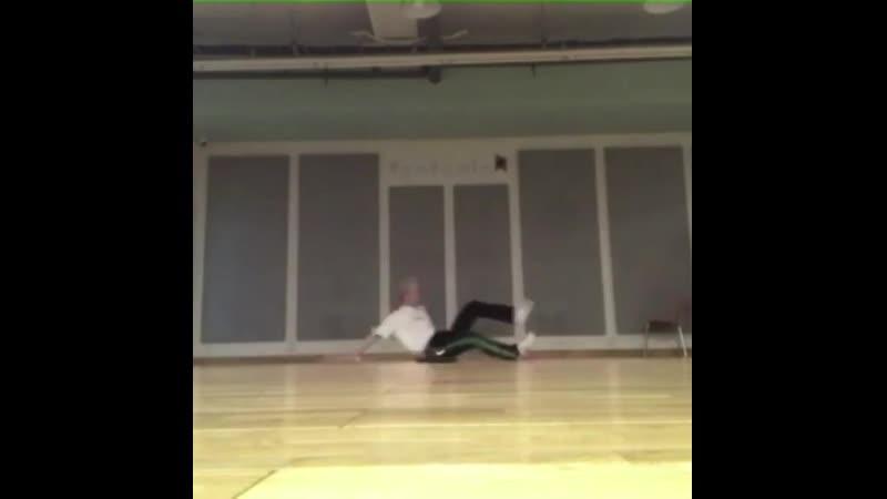 저번 일본콘때 했던 개인안무 연습영상 제가 짜긴했지만...도저히 안무가 안 나올때는 아래영상에서 나오는 동작을 카피해 만들었어요~ justin_bieber l_ll_show_you(PURPOSE:The_Movement) 연습